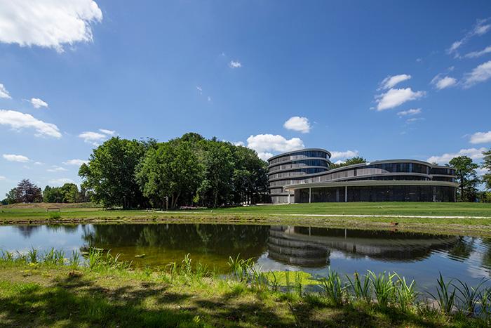 Konsequent der Kreislaufwirtschaft folgend: das Gebäude der Triodos Bank in den Niederlanden. Bilder: © Triodos Bank und © Carel van Hees