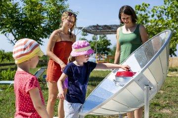 Spielende Kinder vom Reiseveranstalter ReNatour